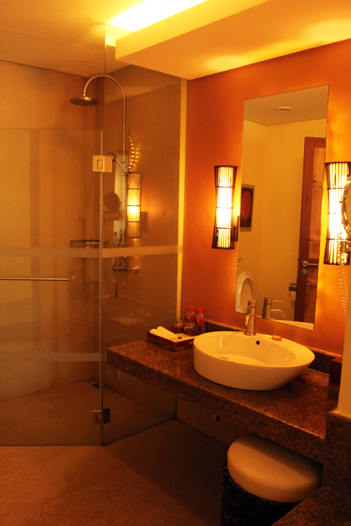 Crimson Beach Resort Deluxe Room Bathroom